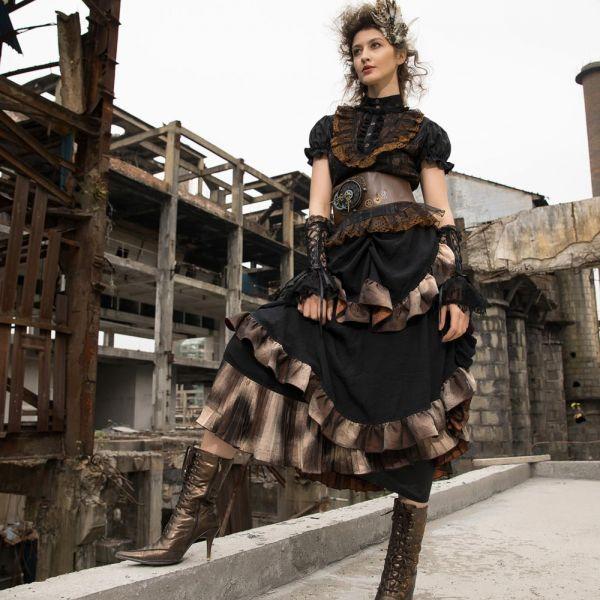 Steampunk Rock mit Rüschen und Volants im Ombre Look