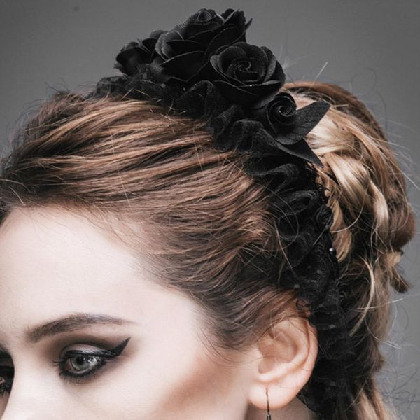 Schwarze Rosenblüten Haar-Reif