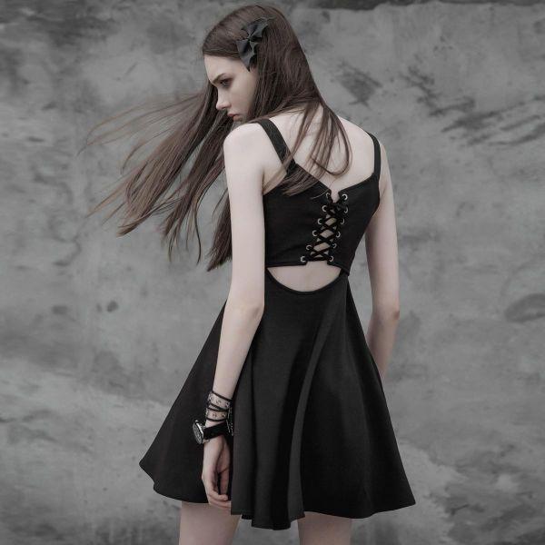 Kleines schwarzes Glockenkleid mit Cut-Out am Rücken