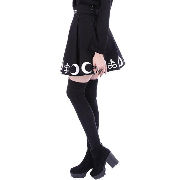 Schwarzer Falten Minirock mit magischen Symbolen