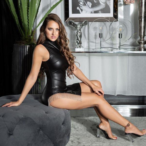 Wetlook Minikleid mit sexy Cut-Outs und Metallketten