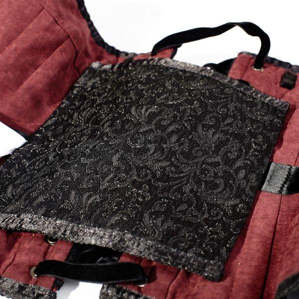 Corsage schwarz rot mit herzförmigem Dekollete