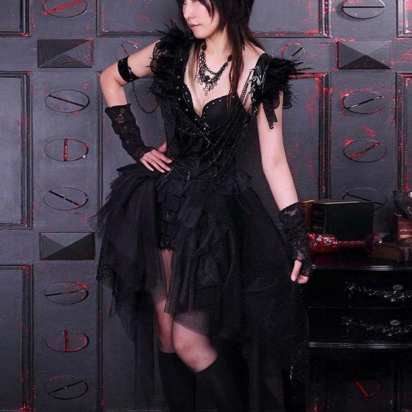 Gothic Style Burlesque Minikleid mit Lack und Federn