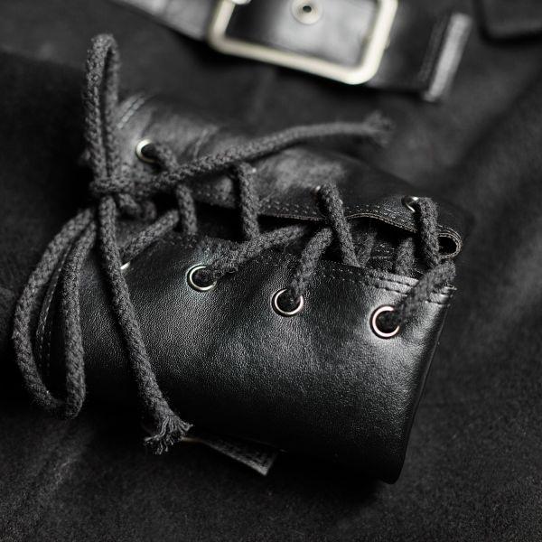 Offiziers Mantel mit Stehkragen und Killernieten